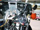 Din-plugje, gaatje in het dashboard (of 2 in mijn geval), zelf gemaakte kabel met schuif-verbindinkjes aansluiten op ACC2 (zonder contact geen stroom)