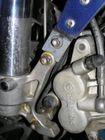 ICO sensor op LC8 remplaat. Montage in originele gat van kabelbeugel-schroefje.